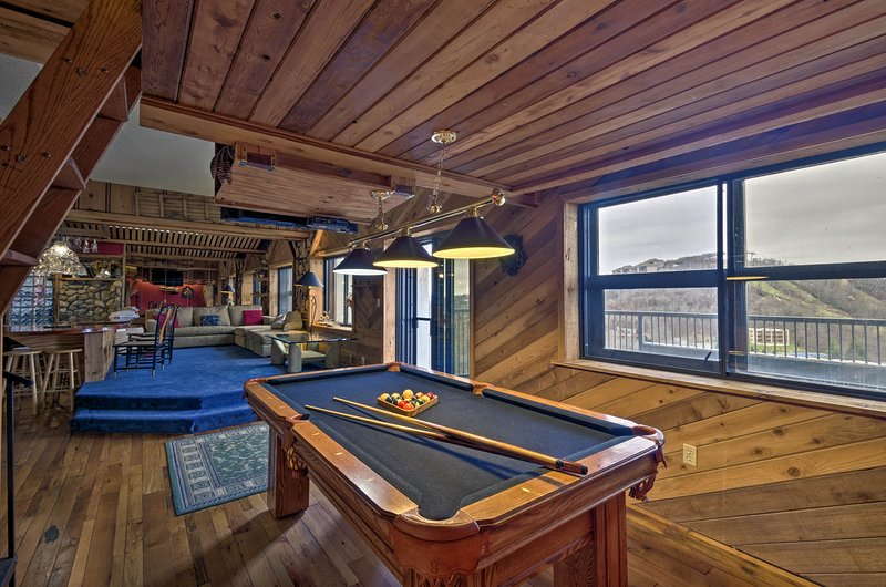Sugar Mountain Resort Condo w/ Pool Table & Views!, holiday rental in Banner Elk