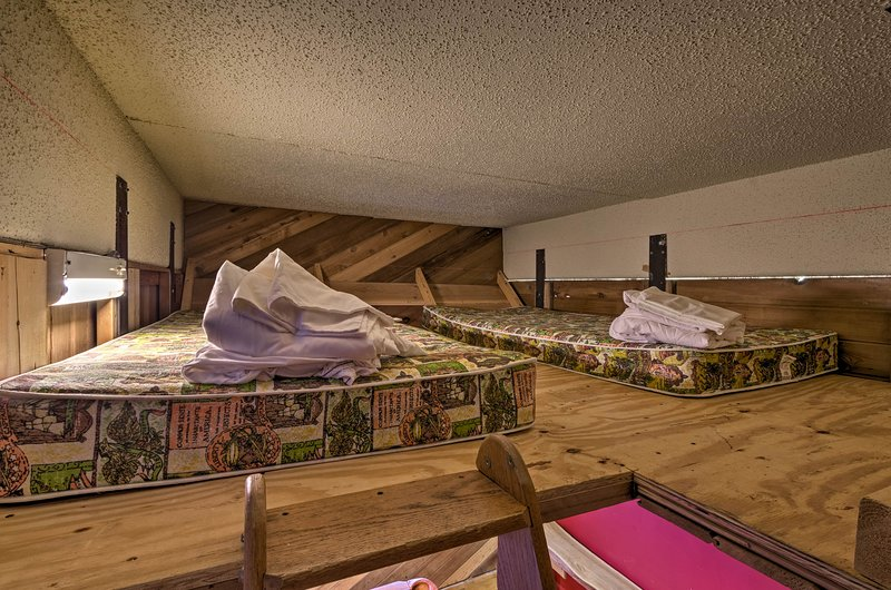 The loft with 2 twin beds is perfect for children.