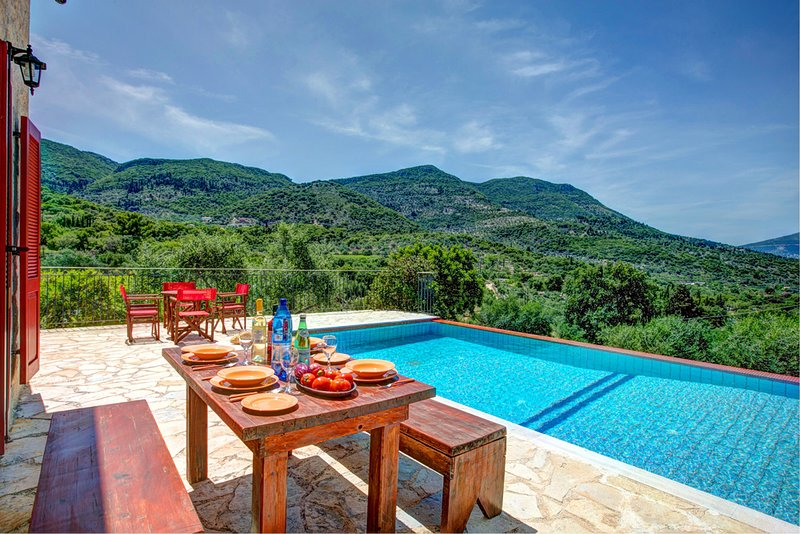 Perachori Villa Sleeps 4 with Pool Air Con and WiFi - 5604837, holiday rental in Ithaca