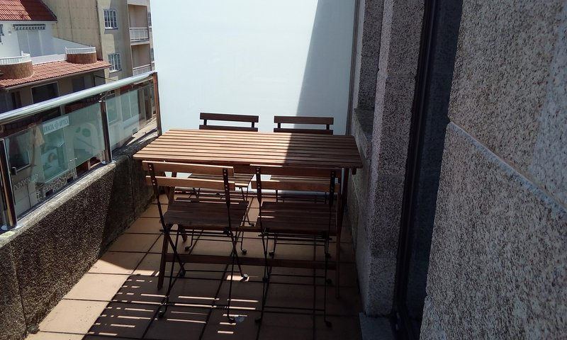 Nice apt with sea view & terrace, alquiler de vacaciones en Dodro