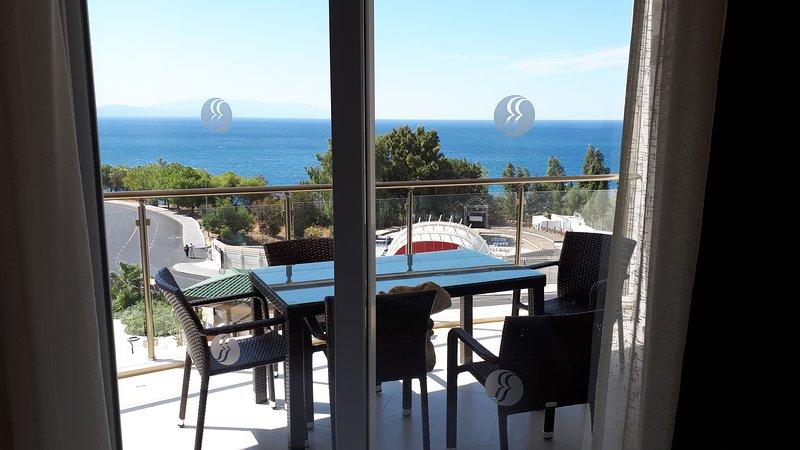 Private luxury apartment, Ramada Hotel and Spa resort with direct sea views., aluguéis de temporada em Selcuk