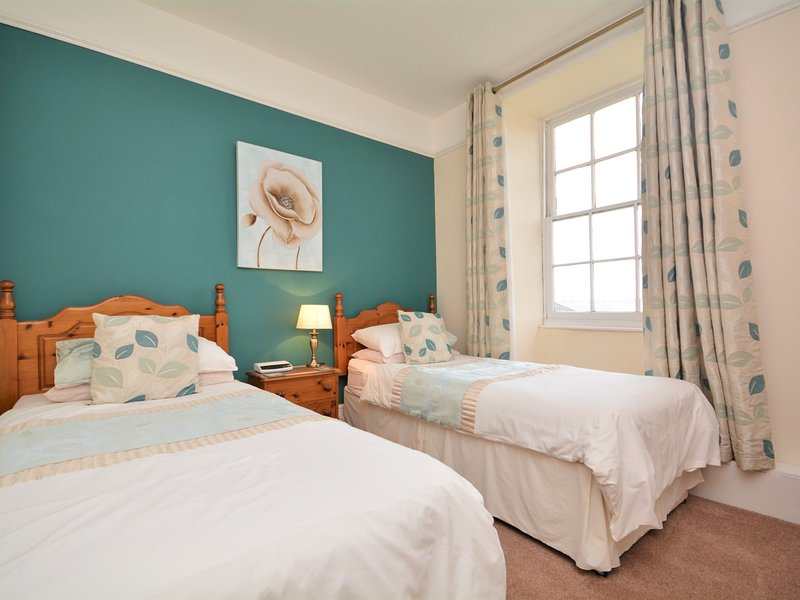 Twin bedroom with sea views and en-suite shower room
