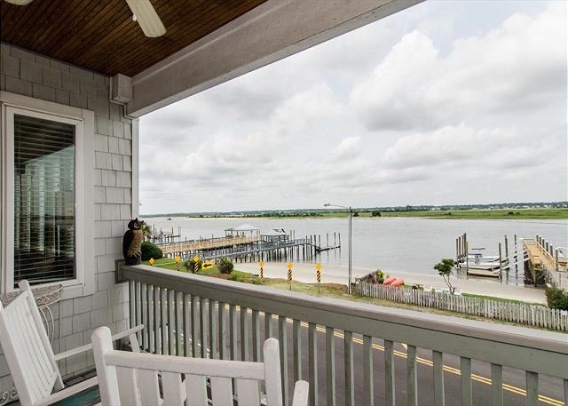 Enjoy spectacular sound views from your soundfront town home or boat dock, alquiler de vacaciones en Wrightsville Beach