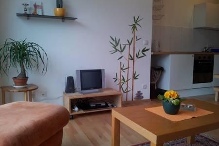 Ferienwohnung in ruhiger Sackkasse mit Terrasse und Garten, location de vacances à Stadland
