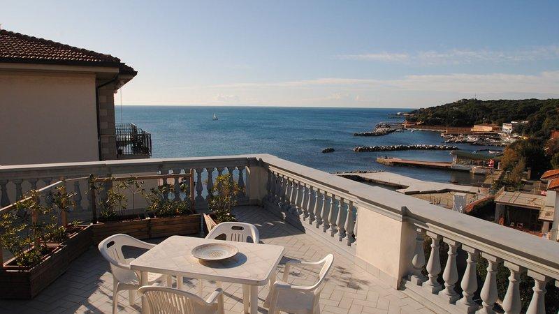 Splendida terrazza vista mare - VILLA FIORELLA  Bilo mare A, vacation rental in Castiglioncello