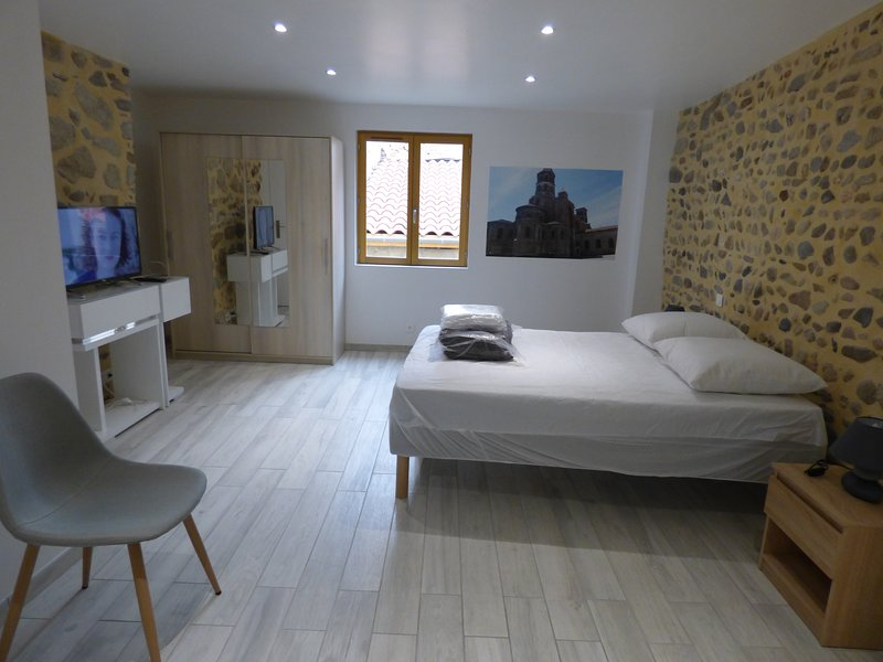 Amazing house in Brioude & Wifi, vacation rental in Lavaudieu