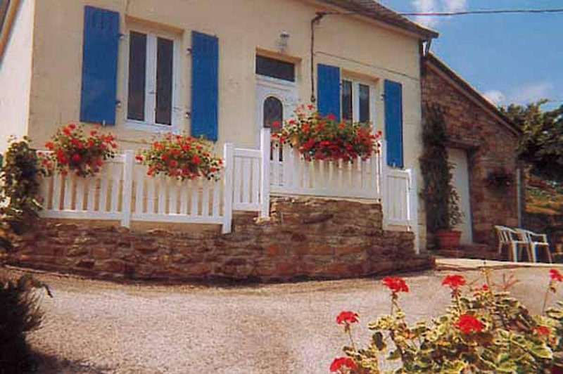 Nice house with terrace & Wifi, vacation rental in Briec
