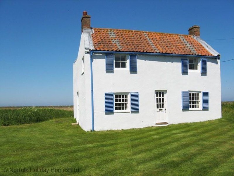 Island House...unique situation with Harbour views, Ferienwohnung in Brancaster Staithe