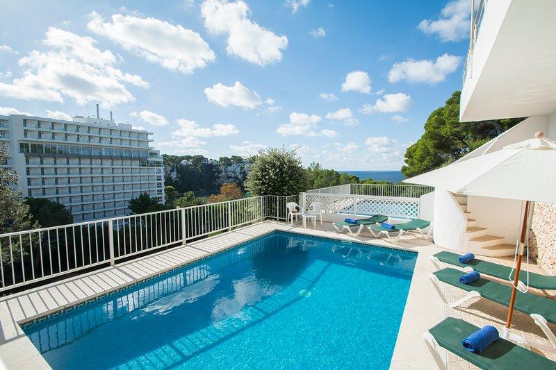 Miramar , Amplio apartamento con piscina privada y vistas al mar en Cala Galdana, holiday rental in Cala Galdana