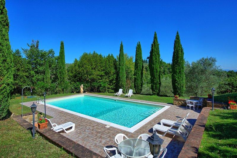 Private house near Lucignano for 8 persons. Pool & WIFi in the Valdichiana area!, location de vacances à Lucignano