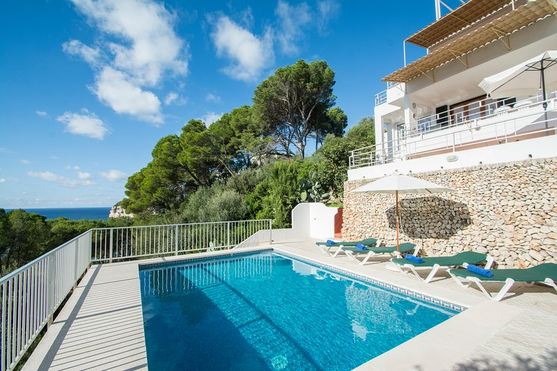 Miramar K, Apartment with sea view and private swimming pool in Cala Galdana, vacation rental in Cala Galdana