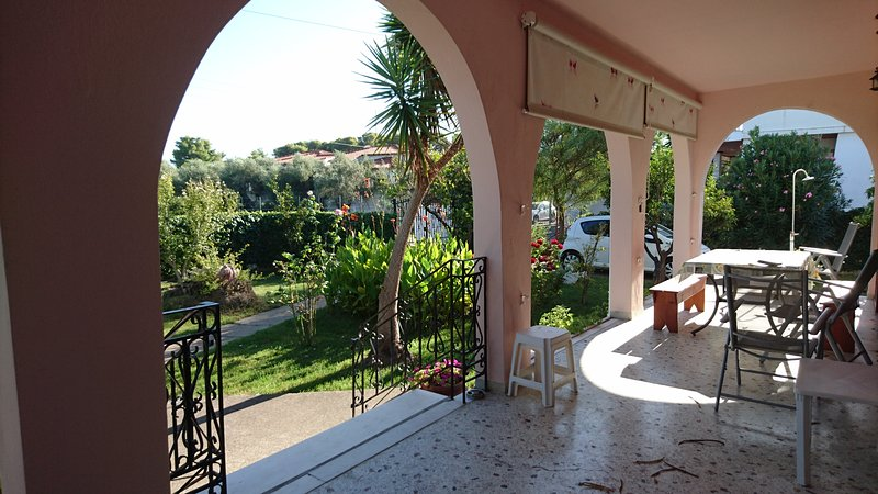 Amazing house with garden & terrace, holiday rental in Neochori