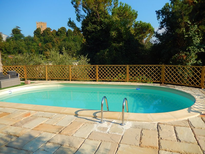 Spacious villa with swimming-pool, vacation rental in Colbordolo