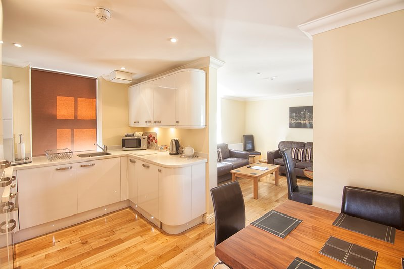 Eversley Luxury Apartment, holiday rental in Bonchurch