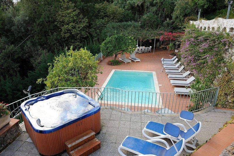 Villa Amalfi Sunshine, holiday rental in Amalfi