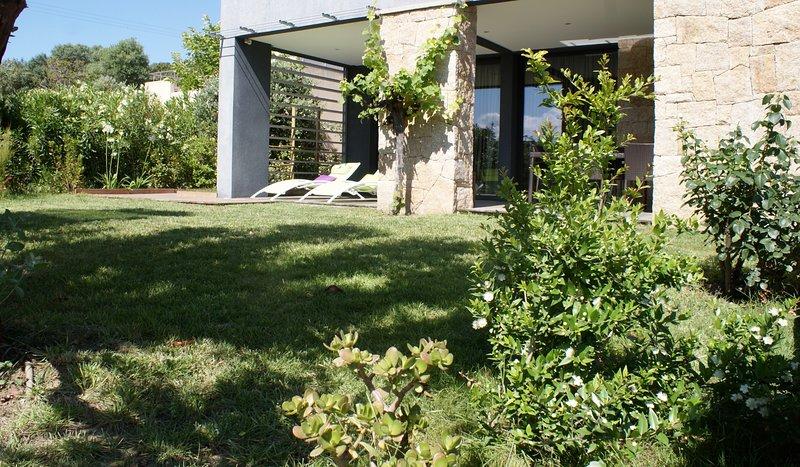 30 m plage, villa contemporaine standing, holiday rental in Serra-di-Ferro