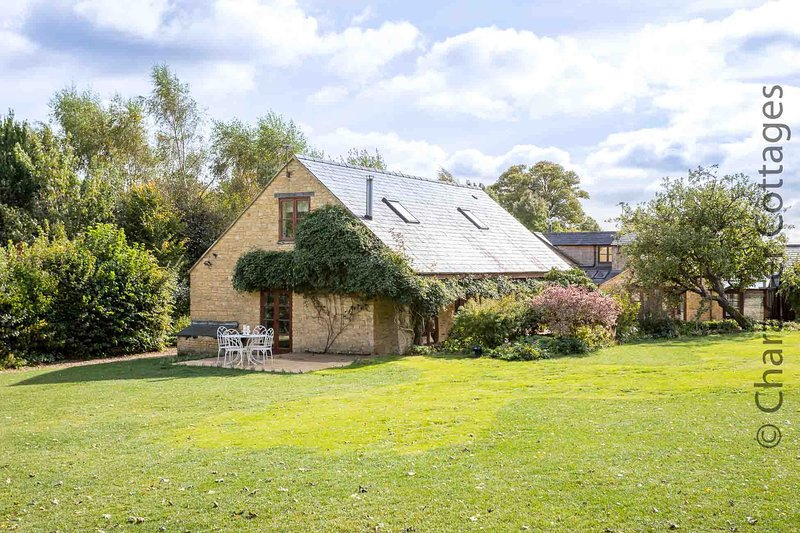 Tyte Cottage is a beautiful, unique property in the village of Great Rollright, holiday rental in Chipping Norton