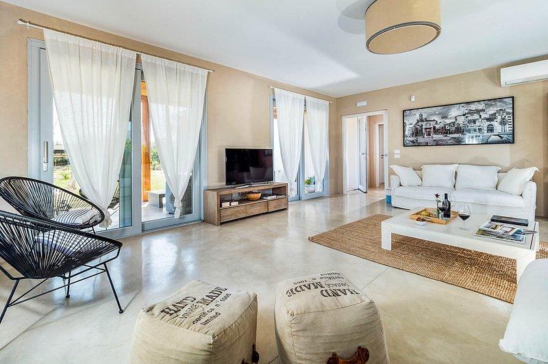 Capo Negro Villa Sleeps 12 with Pool and Air Con - 5690962, casa vacanza a Capo Negro