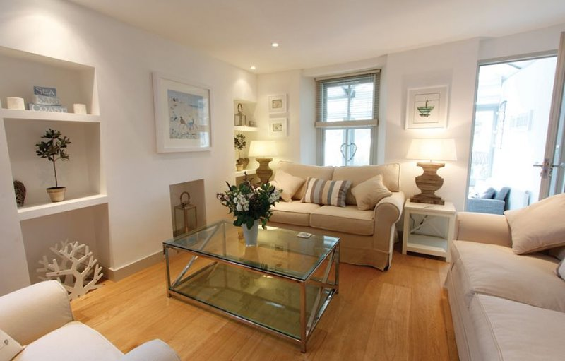 Treskiddy, a beautiful luxury seaside cottage in the heart of old town Padstow., holiday rental in Treator