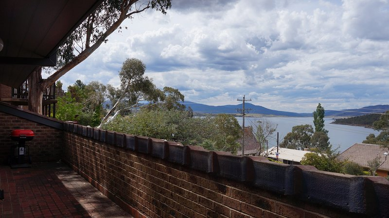 Bundilla 3 - Lake views from the Balcony, holiday rental in Berridale