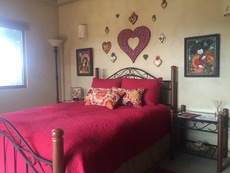 Tranquil Courtyard Suite at Hacienda -Private Entrance, border of Pismo/Edna/SLO, location de vacances à Arroyo Grande