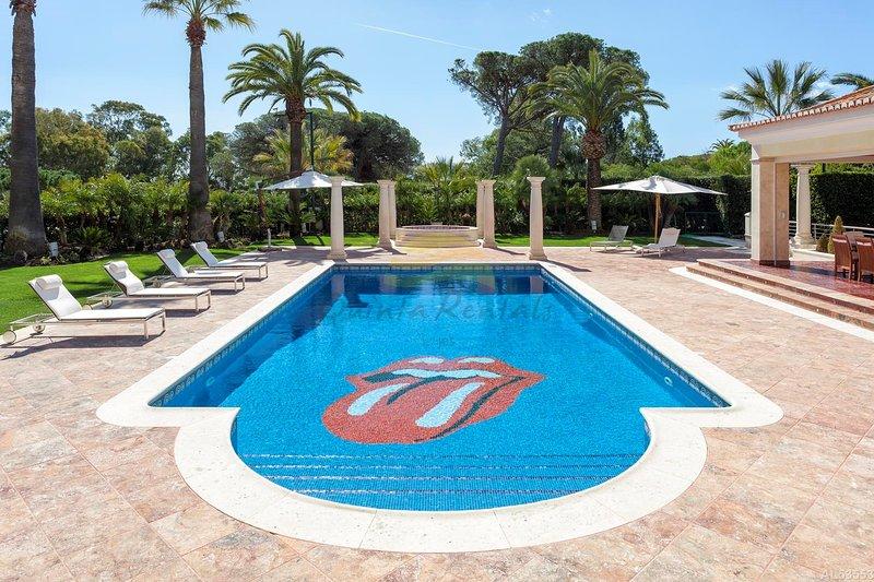 6 Bedroom Luxury Villa in Quinta do Lago, holiday rental in Quinta do Lago