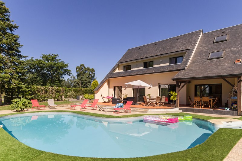 Amazing house with shared pool, vacation rental in Courtils