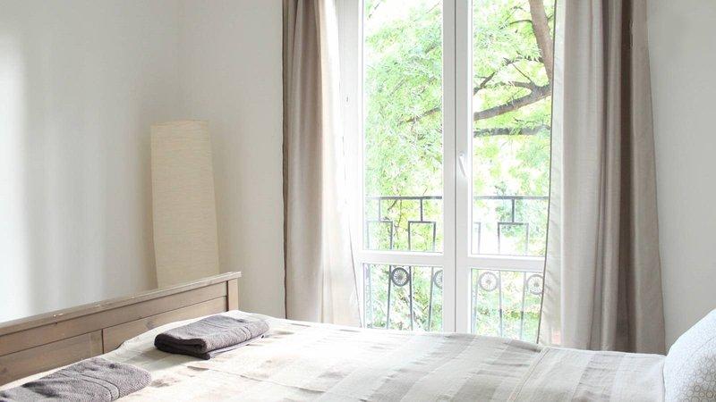 Spacious apartment/free parking/near center/WIFI, casa vacanza a Leanyfalu