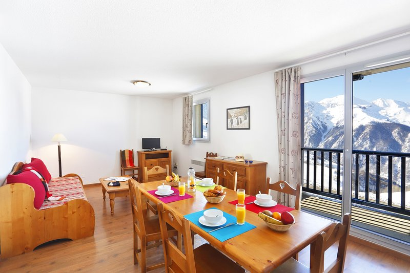 Welcome to our elegant and modern apartment in Peyragudes!