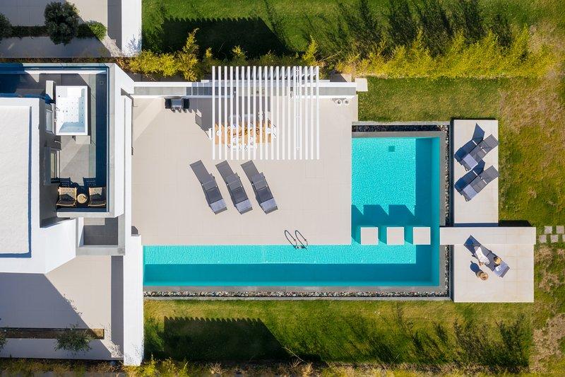 Great Albatross Beach Front Villa, vacation rental in Gennadi