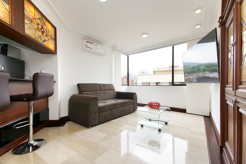 Classic and luxurious apartment with amazing view., location de vacances à Cali