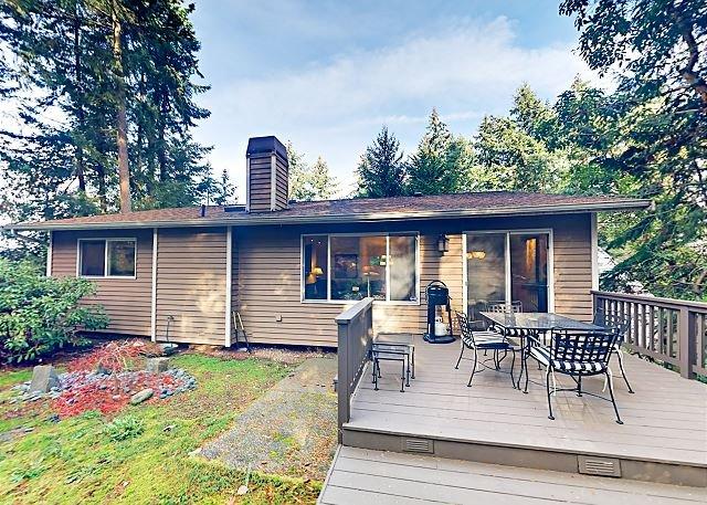 Forest Retreat in Shoreline w/ Patio & Yard - 9 Miles to Downtown Seattle, alquiler de vacaciones en Lynnwood