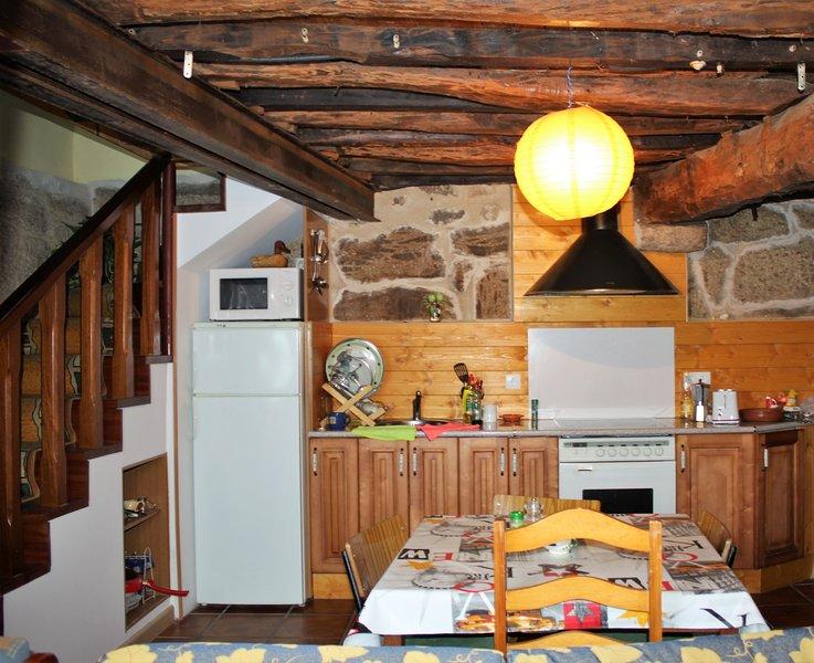 Casa en la Ribeira Sacra entre las aguas termales y los cañones del rio Sil, aluguéis de temporada em Nogueira de Ramuin
