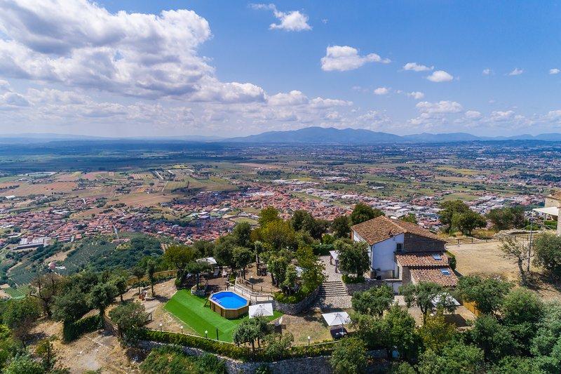 Private villa with unique view of the surrounding valley. A/C, Wi-Fi, pool! – semesterbostad i Montevettolini
