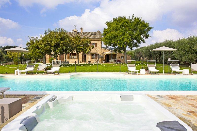 Villa Pedossa, Il Girasole,charming apt. in typical country Villa w/pool&Jacuzzi, alquiler vacacional en Morro d'Alba