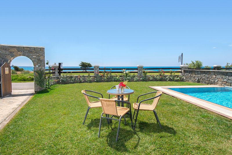 Rhodes Town Villa Sleeps 5 with Pool and Air Con - 5687604, location de vacances à Kiotari