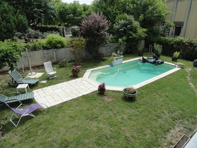 Nice apartment with shared pool, holiday rental in Boisseron