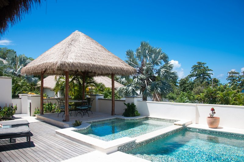 Paradise Beach Villa 4 Bedroom Garden, vacation rental in Turtle Beach