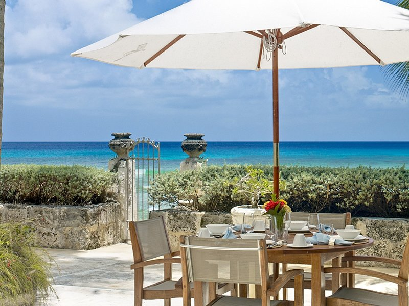 Leamington Cottage - Luxury Beachfront Villa - 1 Bedroom, holiday rental in Mullins