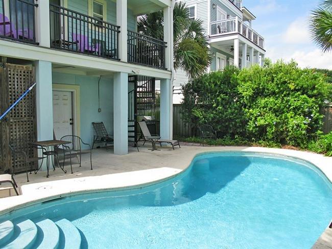 Large Pool - Heatable With Fee