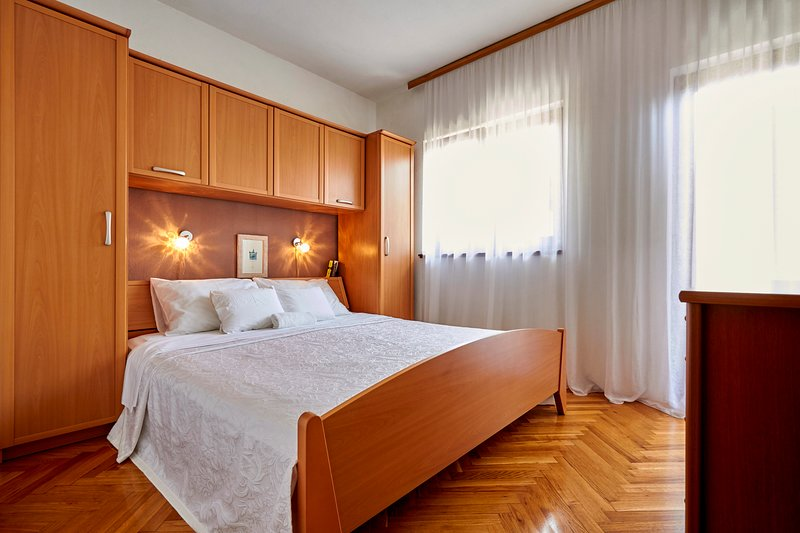 Vranjic Villa Sleeps 10 with Pool and Air Con - 5689289, holiday rental in Vranjic