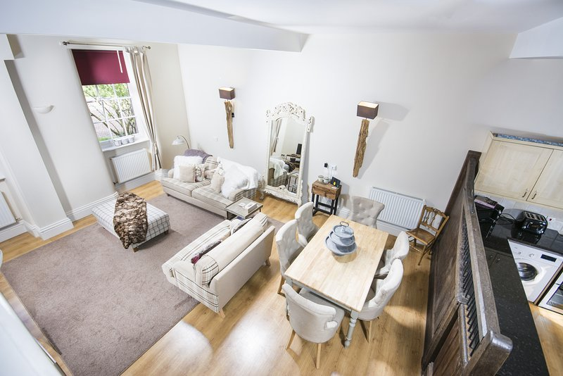 Carriage Cottage, cottage at Grade I Davenport House, Shropshire, sleeps 6, vacation rental in Wombourne