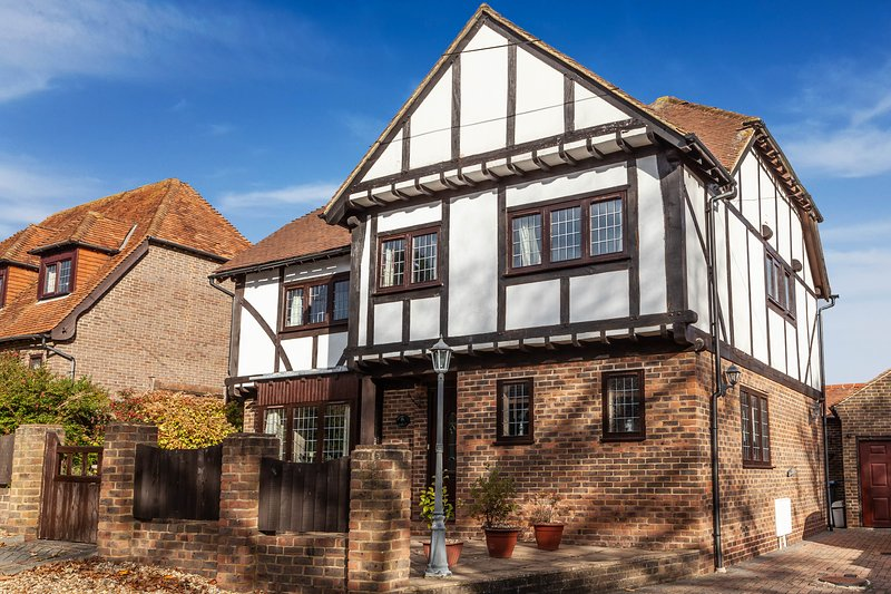 Oakwood Lodge - 4 bedroom detached home moments from the beach!, alquiler vacacional en St Margaret's Bay