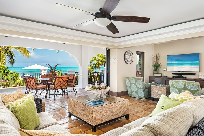 BEACH FRONT PROPERTY! Grace Bay Beach ,Sleeps 12, holiday rental in Providenciales
