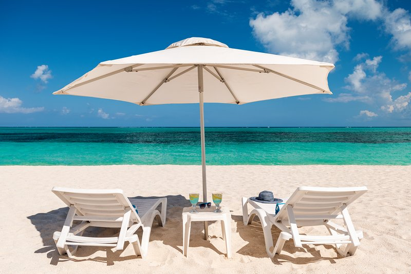 BEACH FRONT PROPERTY! Grace Bay Beach ,Sleeps 12, vacation rental in Providenciales