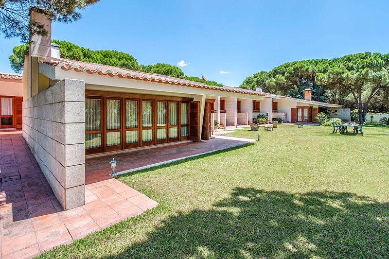 Vale de Cavalos Villa Sleeps 14 with Pool - 5689293, alquiler vacacional en Charneca da Caparica