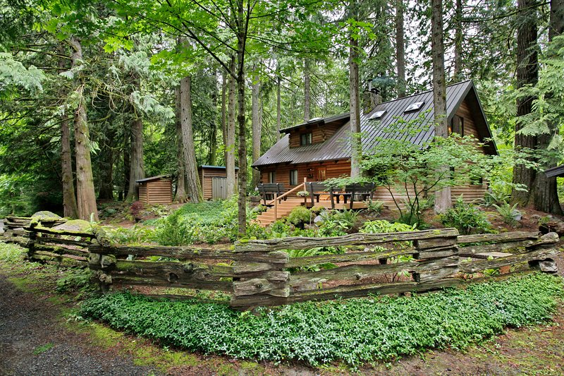 Sandy River Cabin, holiday rental in Brightwood
