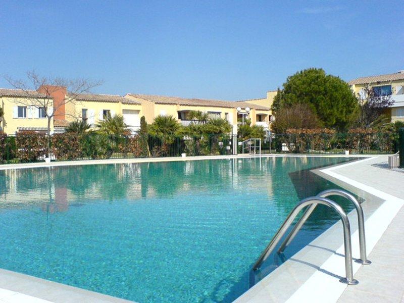Appartement GRAND CONFORT. TERRASSE, PISCINE, PARKING, LINGE FOURNI., holiday rental in Cassis