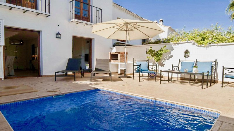 El Naranjal - Stylish 2BR Modern House next to Puerto Banus, Private Pool, Wifi, holiday rental in Nueva Andalucia