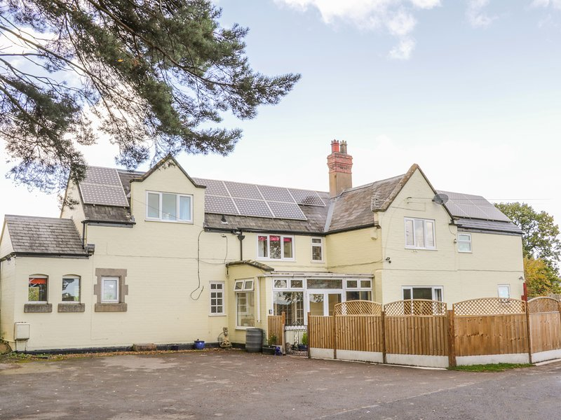 STATION HOUSE, Pet-friendly, large, families, Condover, holiday rental in Condover